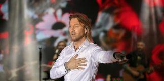 Олег Винник показав на концерті свою дружину - today.ua
