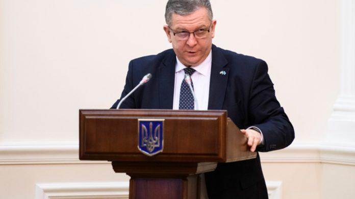 Стала известна зарплата Андрея Ревы за май - today.ua