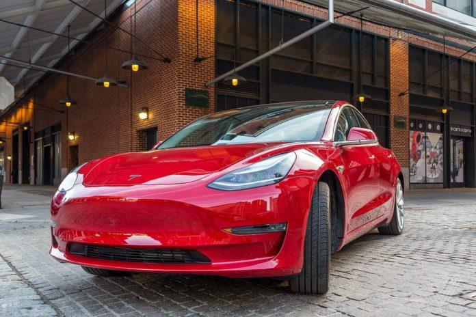 Tesla розпродає старі авто з чотирирічною гарантією - today.ua