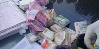 По 50 тысяч грн за смену: на Донбассе разоблачили полицейского-взяточника - today.ua