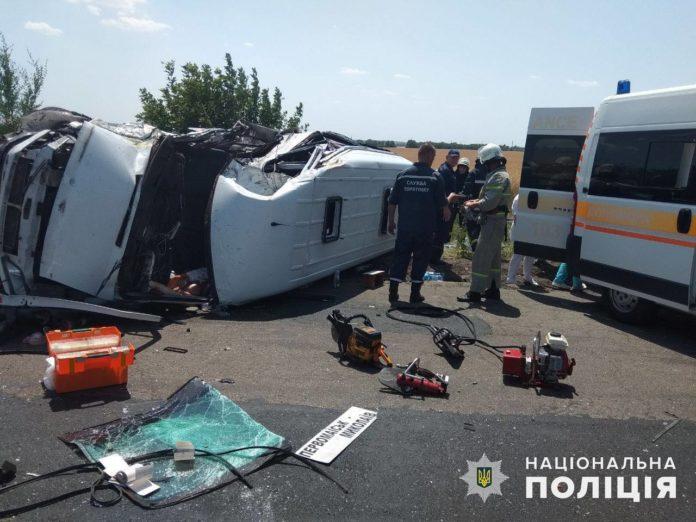 Ужасное ДТП на Николаевщине: 15 пострадавших и одна погибшая - today.ua