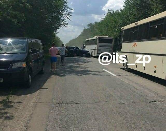 """&quotДТП не реєстрували, криміналу немає"""": водії Зеленського відбулися штрафом на 340 грн за аварію з дитячими автобусами - today.ua"""