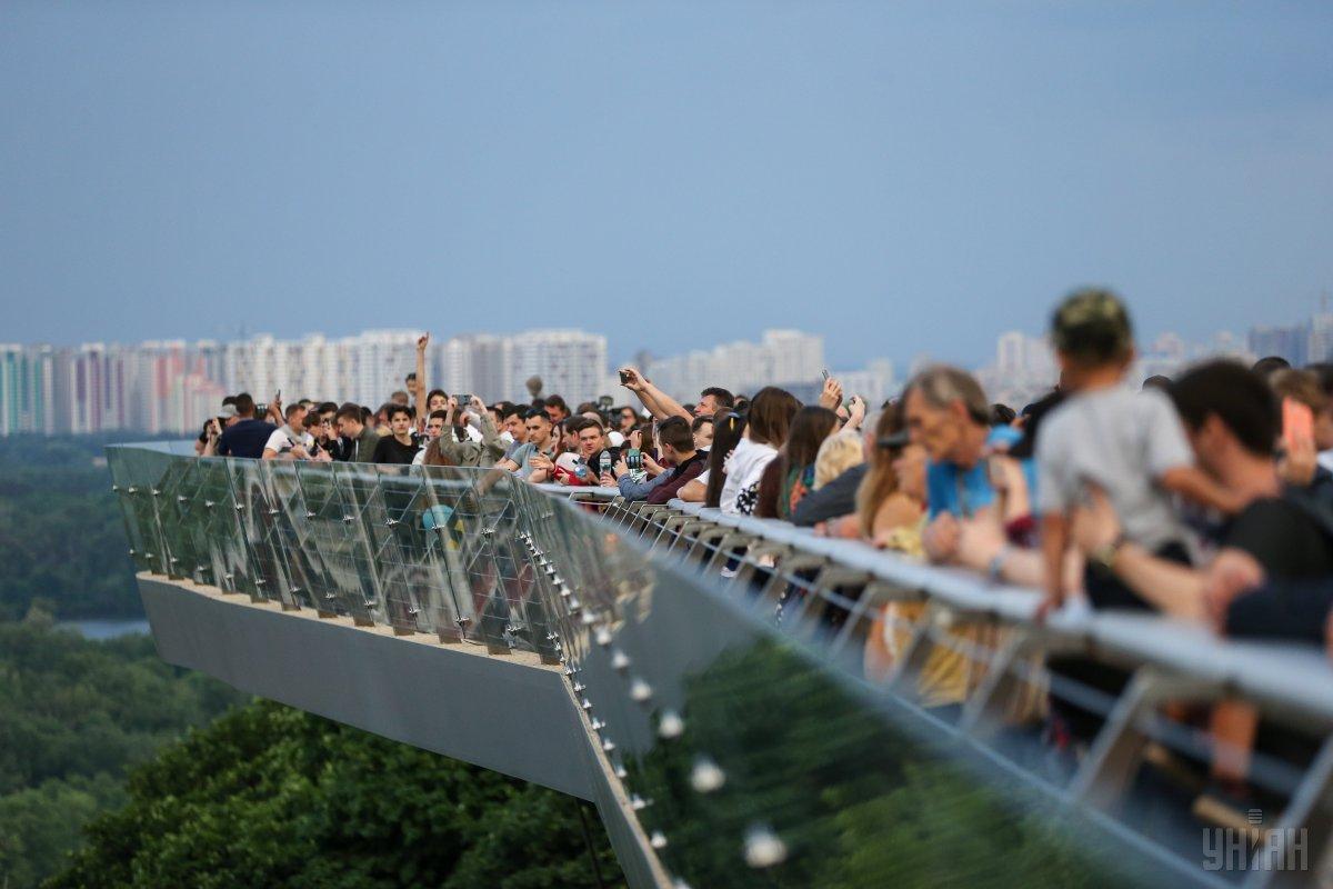 """Інженери """"скляного мосту Кличка"""" можуть загреміти за ґрати за відмивання коштів - today.ua"""