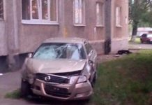 """""""Знесла намет """"Слуги народу"""" і врізалася в будинок"""": у Харкові відбулася страшна ДТП - today.ua"""