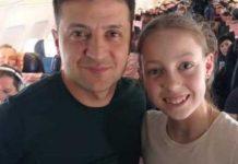 Селфі зі школярами та вчителькою: як Зеленського зустріли на борту літака в Одесу - today.ua