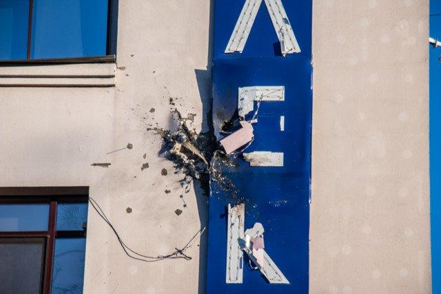 """Теракт у столиці: будівлю телеканалу """"112 Україна"""" обстріляли з гранатометів  - today.ua"""