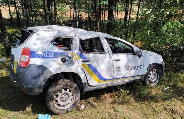 """&quotАвтодор затаскают по судам"""": в Ровно полиция попала в ДТП из-за ямы на дороге - today.ua"""