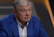 Пикантный сюрприз: во время агитации за Червоненко на сцену сбросили фаллоимитатор - today.ua