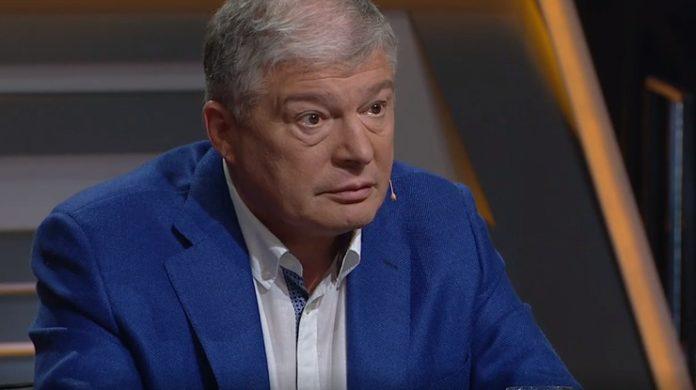 Пікантний сюрприз: під час агітації за Червоненка на сцену скинули фалоімітатор - today.ua