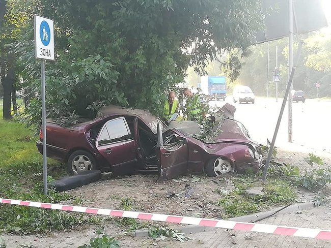 &quotЯ вмію їздити, дивись, як!&quot: ще одна &quotЗайцева&quot за кермом Mercedes-Benz влетіла в дерево і загинула - today.ua