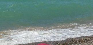С гирей на шее: В Крыму на берег вынесло тело крымского татарина (фото) - today.ua