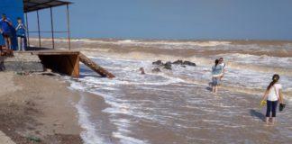Сильна кишкова інфекція: на азовських курортах люди труяться морською водою - today.ua