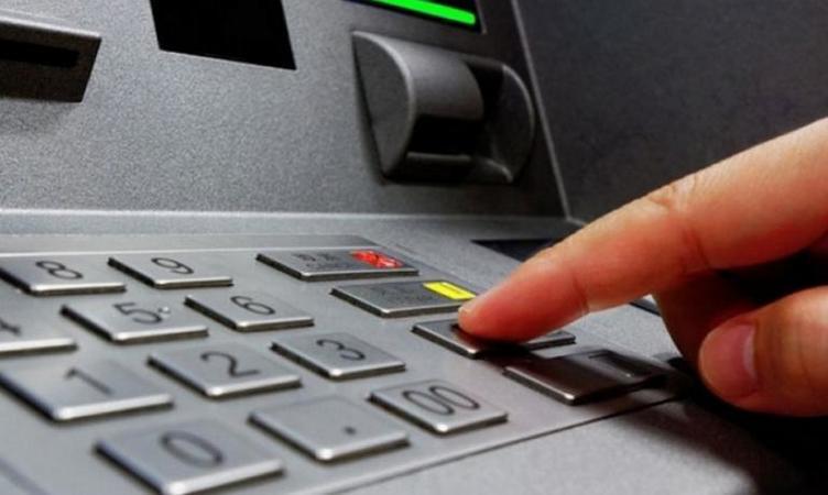 ПриватБанк срезает клиентам  кредитные лимиты без уведомления: в банке разъяснили, в чем причина