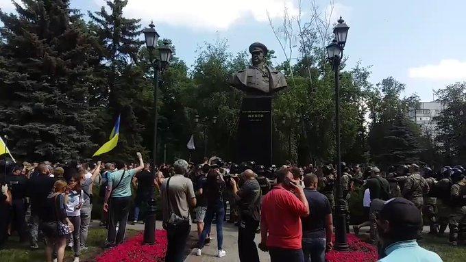 Пам'ятник Жукову у Харкові відновили: Мережу розлютило рішення Кернеса - today.ua