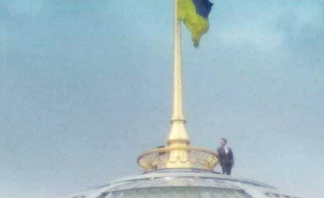 """&quotЗеленський заліз на купол Верховної Ради"""": нове селфі шокувало - today.ua"""