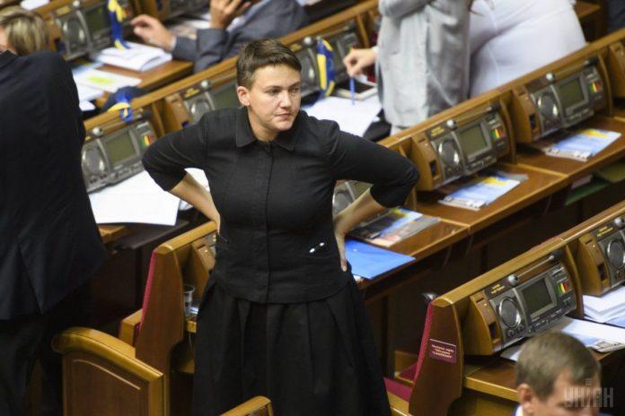Психанула: После фиаско на выборах Савченко сожгла свои агитматериалы - today.ua