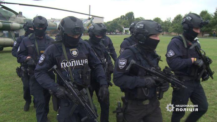 Терміново підняли спецназ і авіацію: що відбувається на окрузі Пашинського