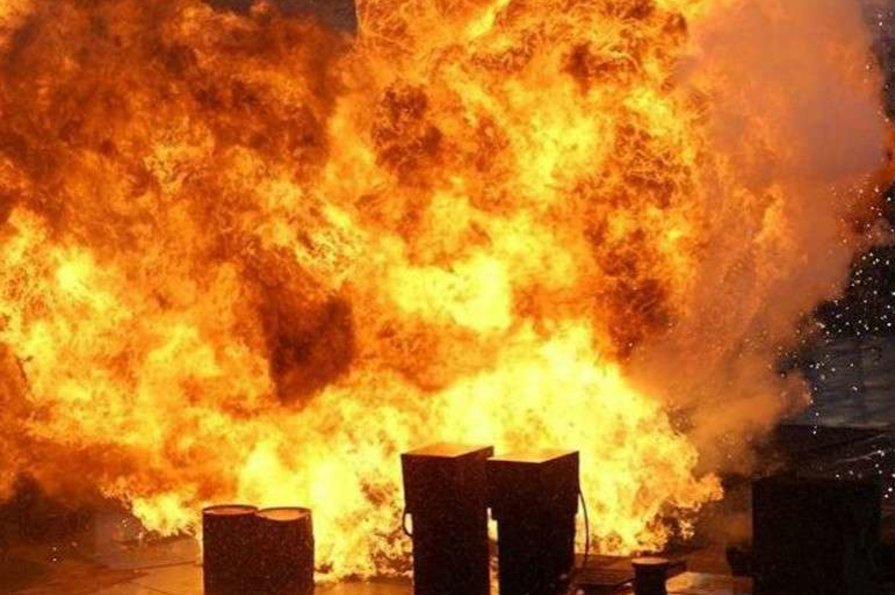 У Луганську прогримів потужний вибух: опубліковано фото - today.ua
