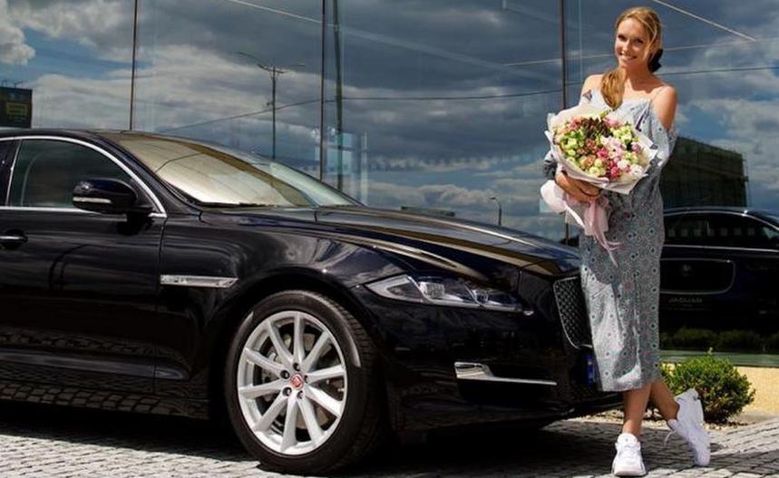 «Навколо злидні, а ви...»: Катю Осадчу засудили за покупку шикарного автомобіля