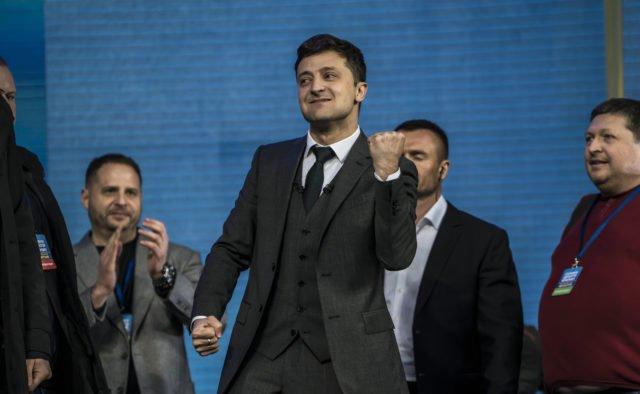 За 28 лет украинцы уже заждались: У Зеленского готовят судьбоносное решение - today.ua
