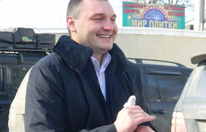 """&quotНасилуют избирателей"""": кандидат от партии Медведчука забрал подарки местным после проигрыша на своем округе - today.ua"""