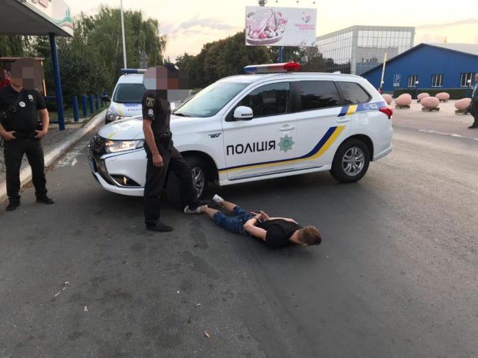 У Києві 18-річний хлопець порізав ножем таксиста, щоб не платити за поїздку - today.ua