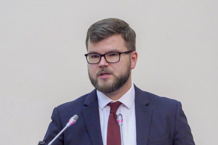 """Зарплата голови &quotУкрзалізниці"""" в 139 разів перевищила мінімальну по країні - today.ua"""