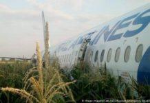Летів до Криму, але недовго: в Росії літак здійснив екстренну посадку в полі через займання двигуна - today.ua