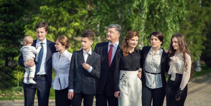 Полетели на частном самолете: СМИ сообщают, что Порошенко вывез семью в Норвегию - today.ua