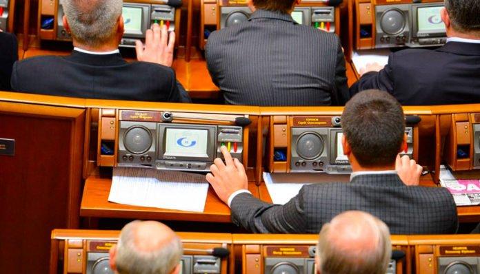 Нардепам подняли зарплату в 5 раз: сколько зарабатывают в Раде и министерствах - today.ua