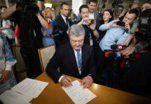 Окружили журналисты: Порошенко официально стал народным депутатом - today.ua