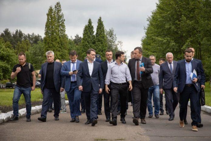 """&quotБудут работать всю ночь"""": Зеленский созывает экстренное совещание &quotслуг народа"""" - today.ua"""
