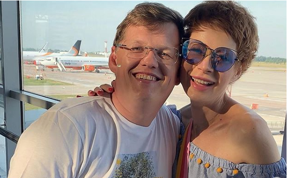 &quotА ми на морі&quot: міністр Розенко з нареченою передають пенсіонерам привіт із Грузії - today.ua