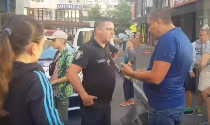 &quotПогрожував розстріляти дітей&quot: помічник депутата розлютився на підлітків зі скейтами - today.ua