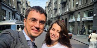 Омелян позавтракал с ню-моделью, которая обещала раздеться на мосту в Днепре - today.ua