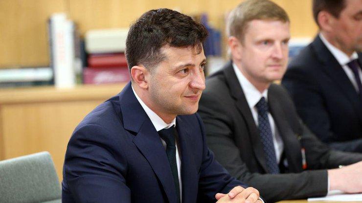 """У Зеленского намекнули, кого из """"старых"""" министров оставят при власти - today.ua"""