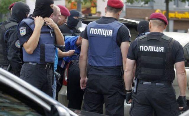 Поліцейським дали по зубах: у курортній Затоці прогримів скандал - today.ua