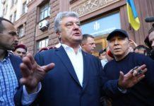"""""""Закидали яйцями"""": як Порошенко тікав з будівлі ДБР - today.ua"""
