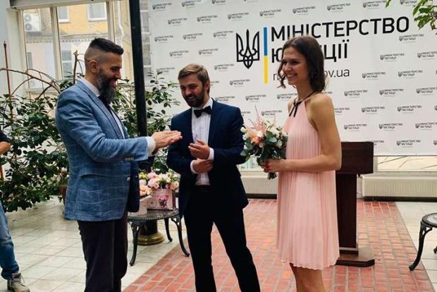 "Молода дружина погодилась: Нефьодов особисто протестував послугу &quotШлюб за добу"" - today.ua"