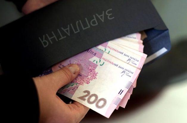 """В Україні стрімко падають зарплати: які фахівці потрапили під &quotудар"""" - today.ua"""