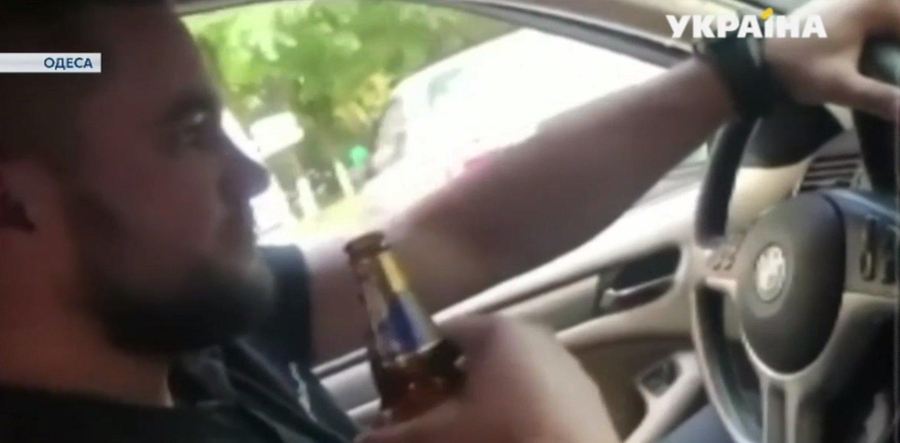 """""""Чувствую себя Богом"""": одесский полицейский записал видео, как пьет алкоголь за рулем - today.ua"""