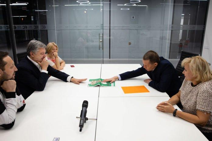 """&quotВ Росії невідомо куди діваються ті, кого привезли з України"""": Порошенко зустрівся із Сущенком - today.ua"""