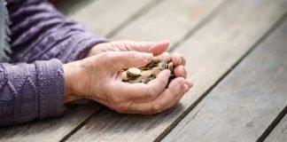 Украинцам несколько раз пересчитают пенсии: кому не повезет получить повышение - today.ua