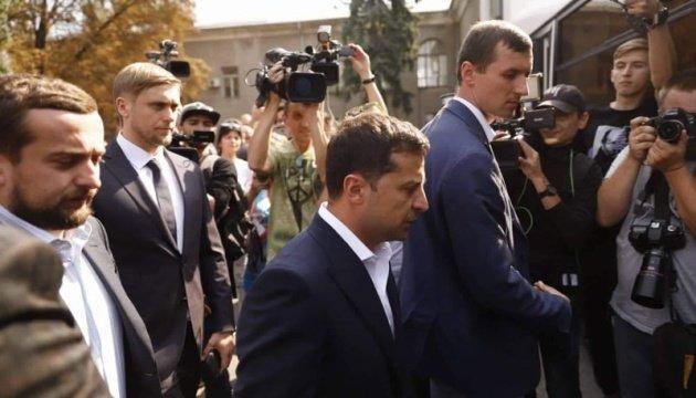 """""""Повівся негарно"""": Богдан не пустив людей в тролейбус до Зеленського"""