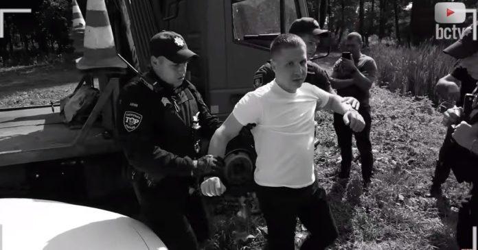 Под Киевом пьяный прокурор чуть не сбил человека и угрожал полиции: опубликовано видео - today.ua