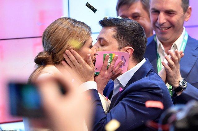 """""""Раджуся з нею відкрито"""": Зеленський розповів про роль дружини у своєму житті"""