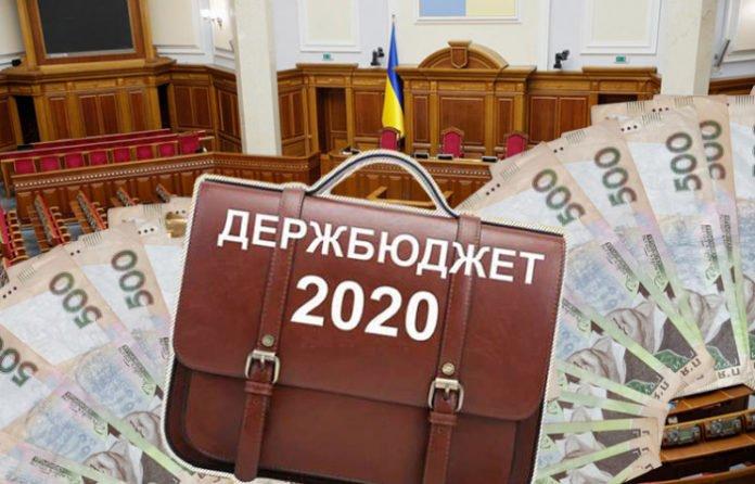 «Разбросают на всех»: украинцев заставят заплатить по 4 тысячи гривен в ПФУ - today.ua