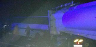Під Житомиром вантажівка з цистерною врізалася в автобус: загинуло 9 осіб - today.ua