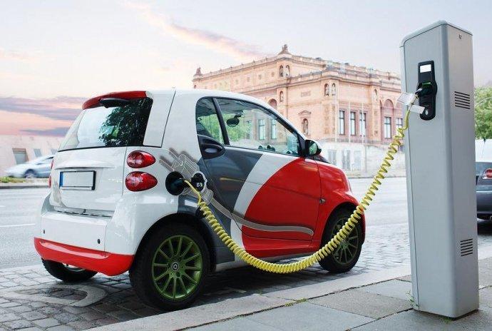 """&quotЗелені номери та окрема смуга"""": які нововведення підготували для власників електромобілів - today.ua"""