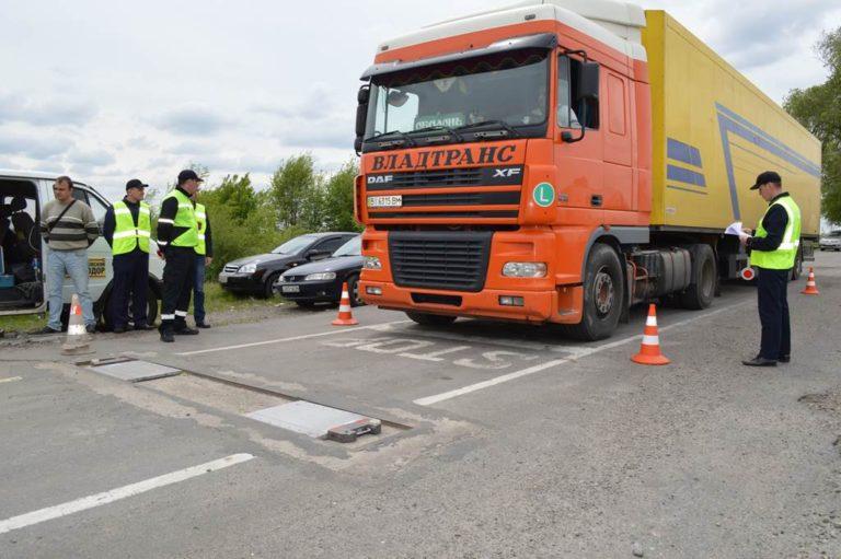 До 34 тысяч грн: Зеленский подписал закон о новых штрафах для водителей